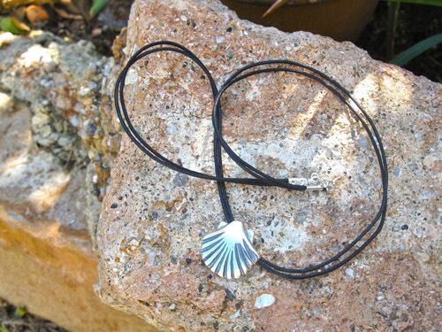 Compostela scallop shell necklace 00906