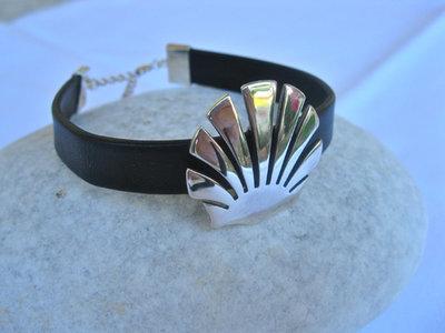Santiago scallop shell bracelet ~ silver + leather