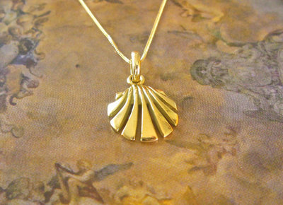 Scallop shell necklace / concha de vieira ~ 18ct gold