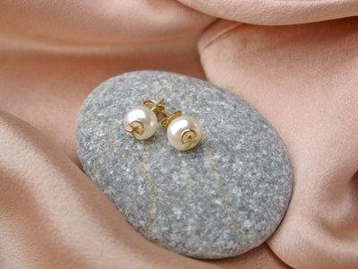 Indalo pearl earrings ~ 18ct gold, stud