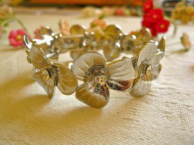 Circle of flowers bracelet
