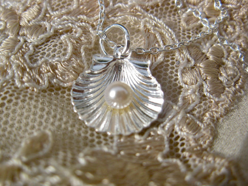 Scallop shell and pearl necklace, silver 00712