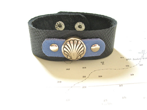 This stunning cuff bracelet features the Camino de Santiago scallop shell