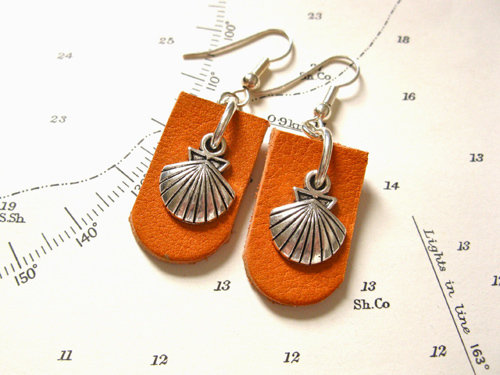 Camino earrings - concha scallop shell + leather ~ to wish safekeeping MCJ01185