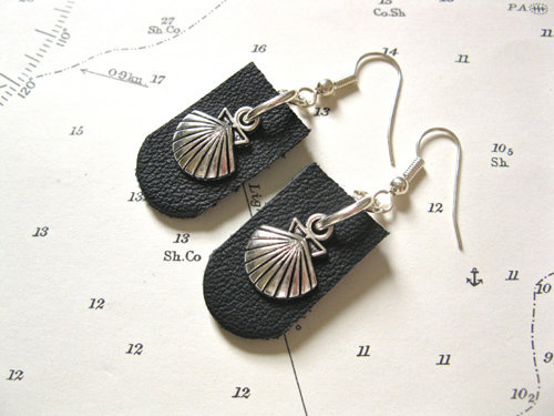 Eye-catching Compostela earrings