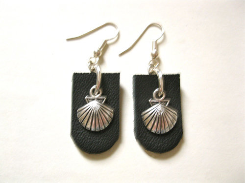 Black leather Camino earrings