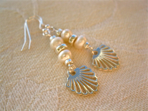 Compostela earrings, pearl + silver TCG00861