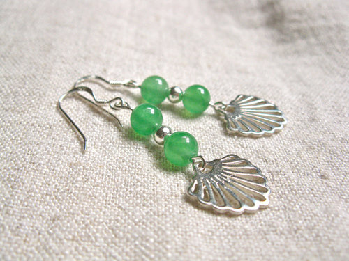 Aventurine Camino earrings with scallop shells for luck and confidence MB01186