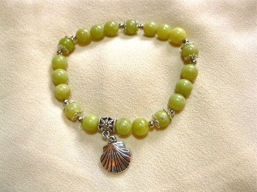 A truly meaningful gift of jade with the little scallop shell