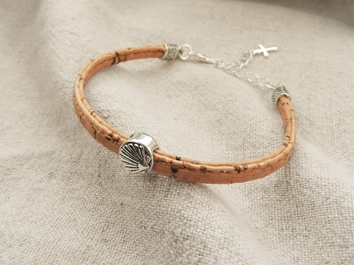Camino jewellery safe travel bracelet - cork with silver and shell MBC01901