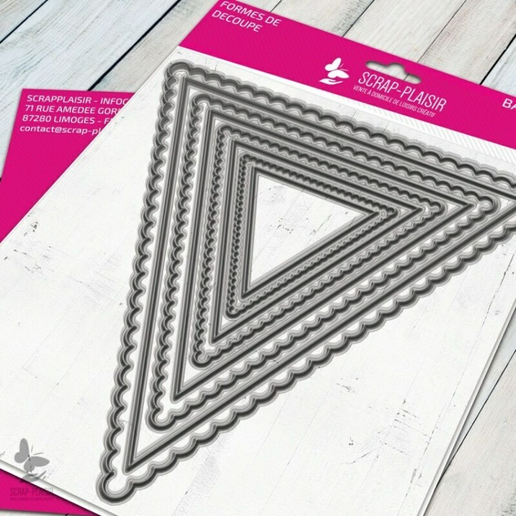 Set de 8 matrices de découpe grands fanions triangles - 14,5x14,5cm