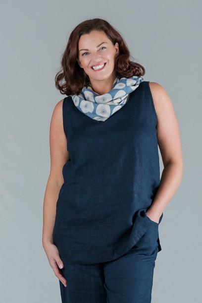 Tesni - Round neck sleeveless linen top - navy