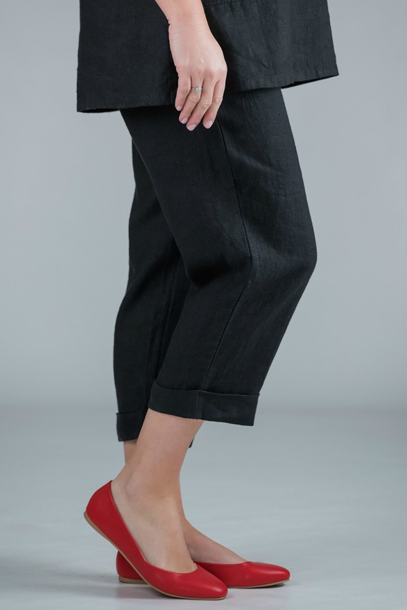 Petula - Black linen crop trousers