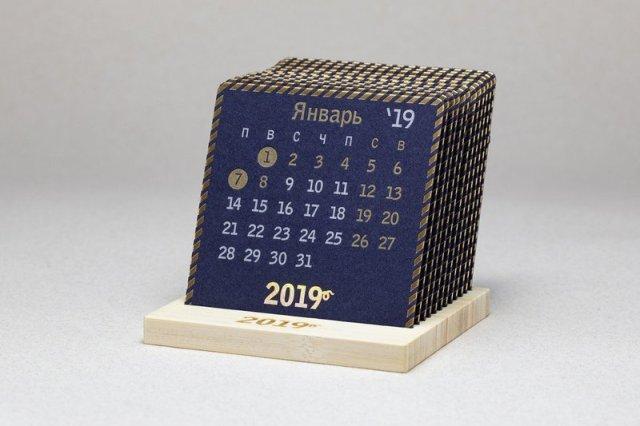 2019 Календарь на деревянной подставке GOLD