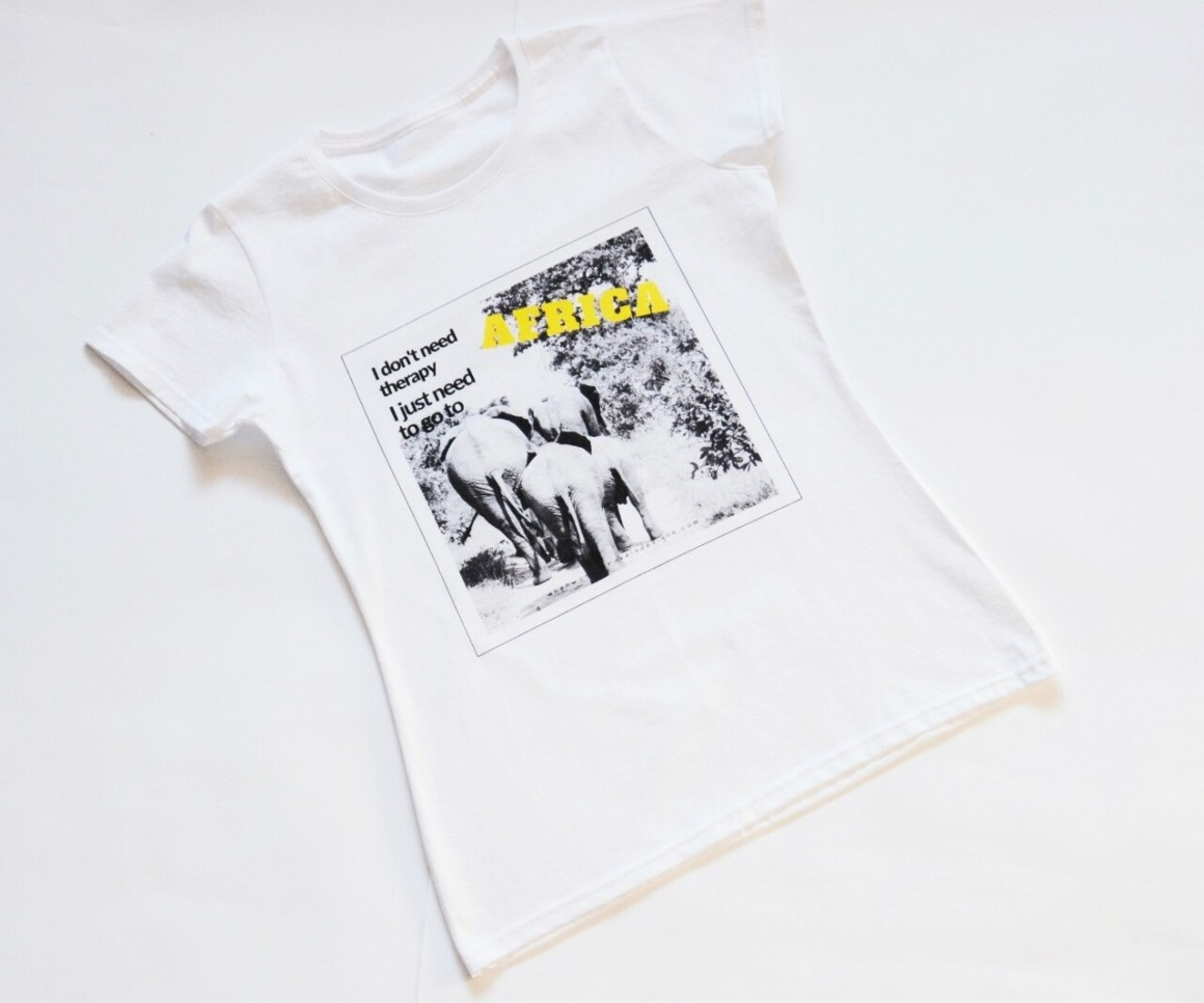 I DON'T NEED THERAPY. Travel tee white