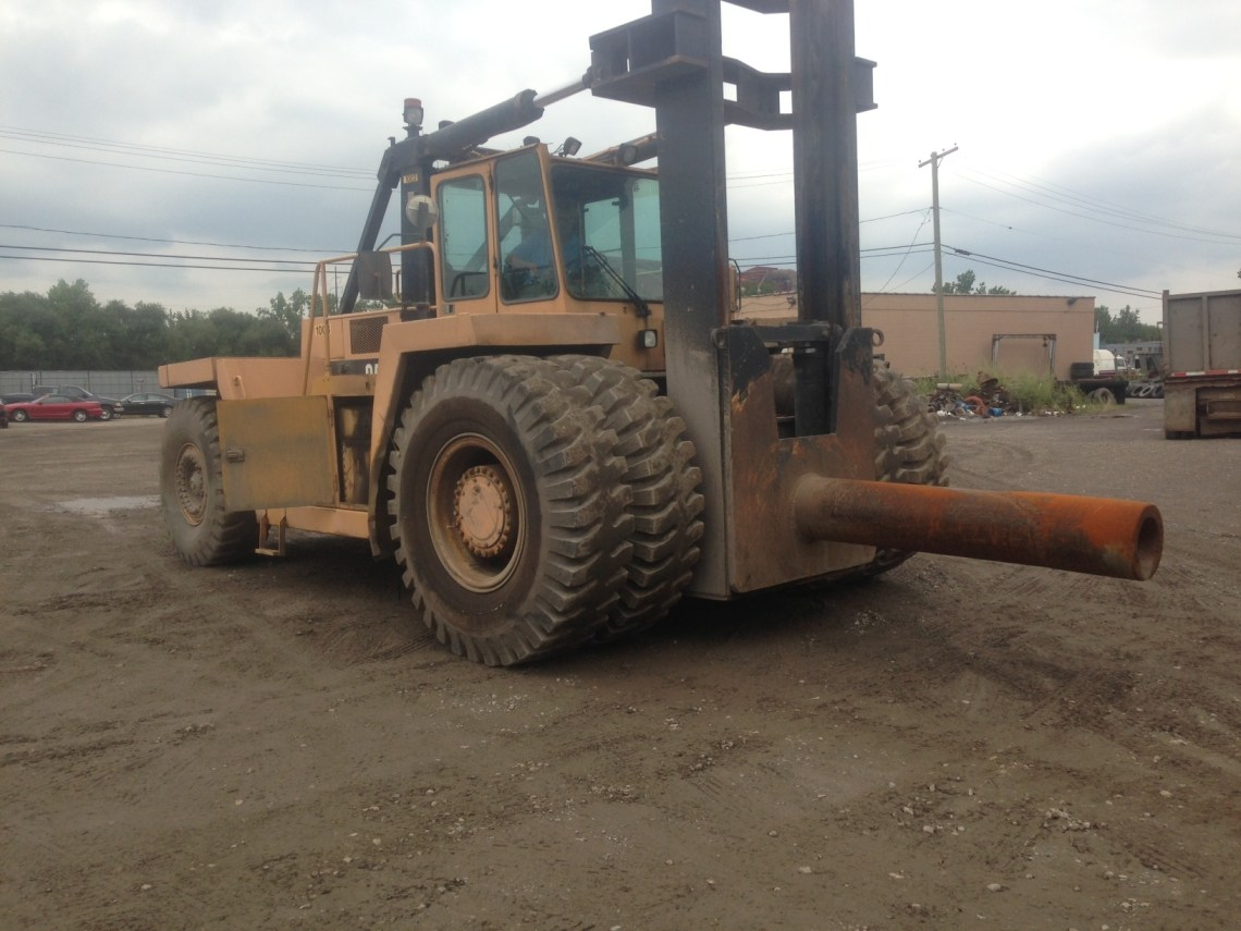 1 - USED 80,000 LB. CAT V800 LIFT TRUCK