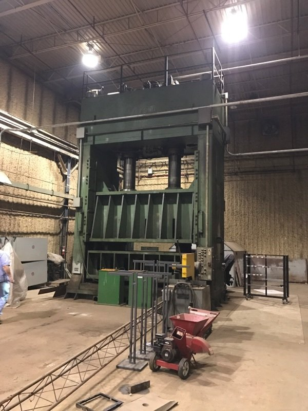 1 – USED 700 TON VERSON HYDRAULIC STAMPING PRESS