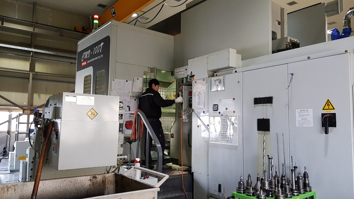 1 – USED SNK 5-AXIS CNC HORIZONTAL MACHINING CENTER C-5684