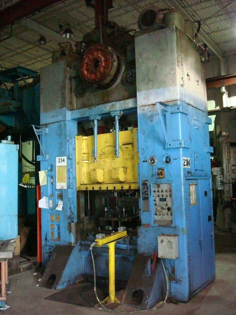 1 - USED 250 TON DANLY S2 ECCENTRIC DRIVE PUNCH PRESS