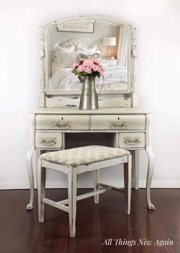Furniture: Vintage Vanity with Mirror and Bench