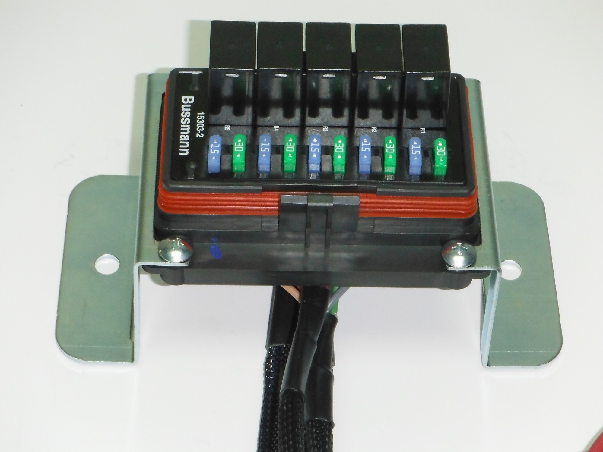 hight resolution of universal fuse and relay box
