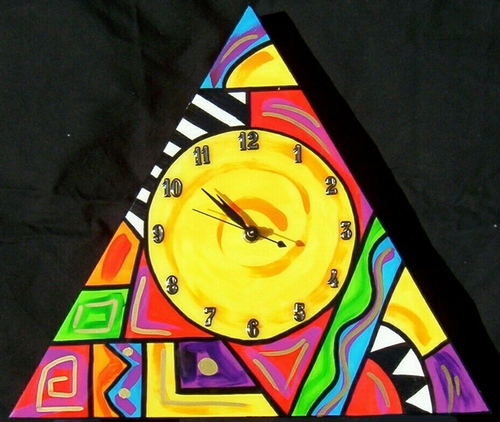 Abstract Triangle clock (Yellow)