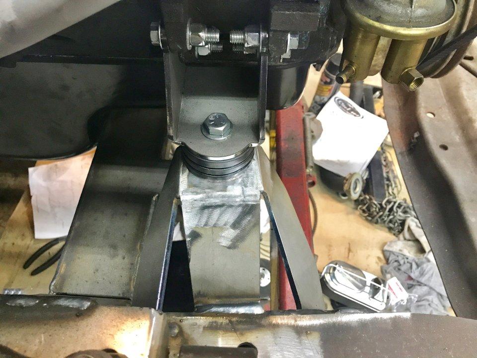 Early Hemi, 318/340/360/383/400/440 Engine Mount Kit