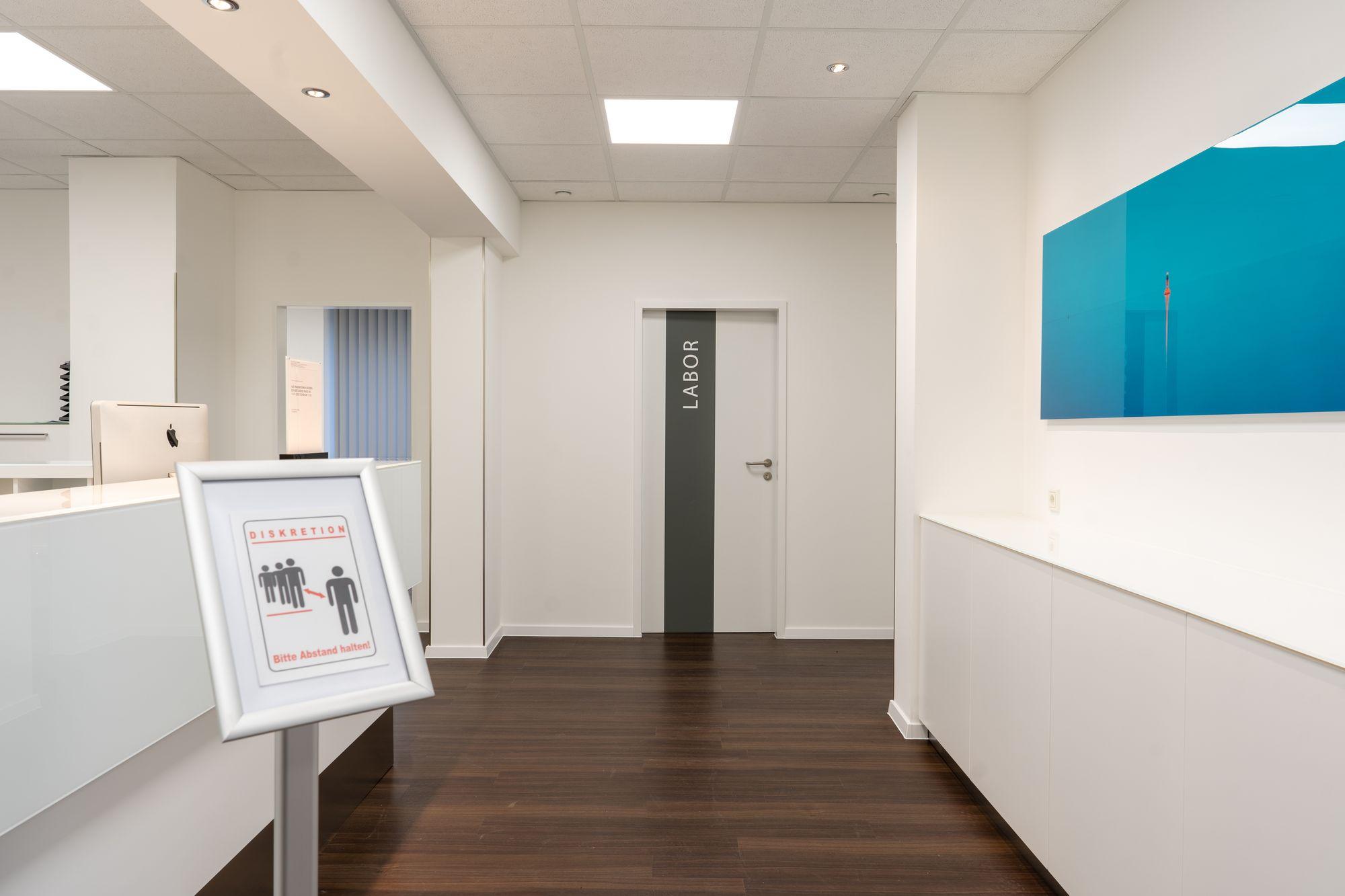 Eingangsbereich der Praxis Dr. med. Björn Geldmacher am Westfalendamm in Dortmund