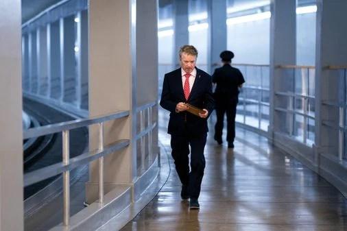 Cory Gardner GOP Senator Rand Paul criticized for mingling with other senators while waiting for coronavirus results