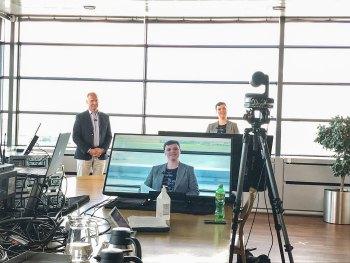 Administrerende direktør Thomas Woldbye og chefen for Community Communication, Kathrine Bruun Alexandrowiz, holder virtuelt møde med lufthavnens naboer.