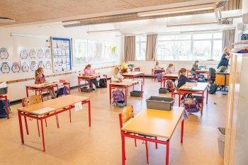 Undervisningen på Store Magleby Skole fungerer som planlagt med god spredning imellem eleverne. Foto: TorbenStender.