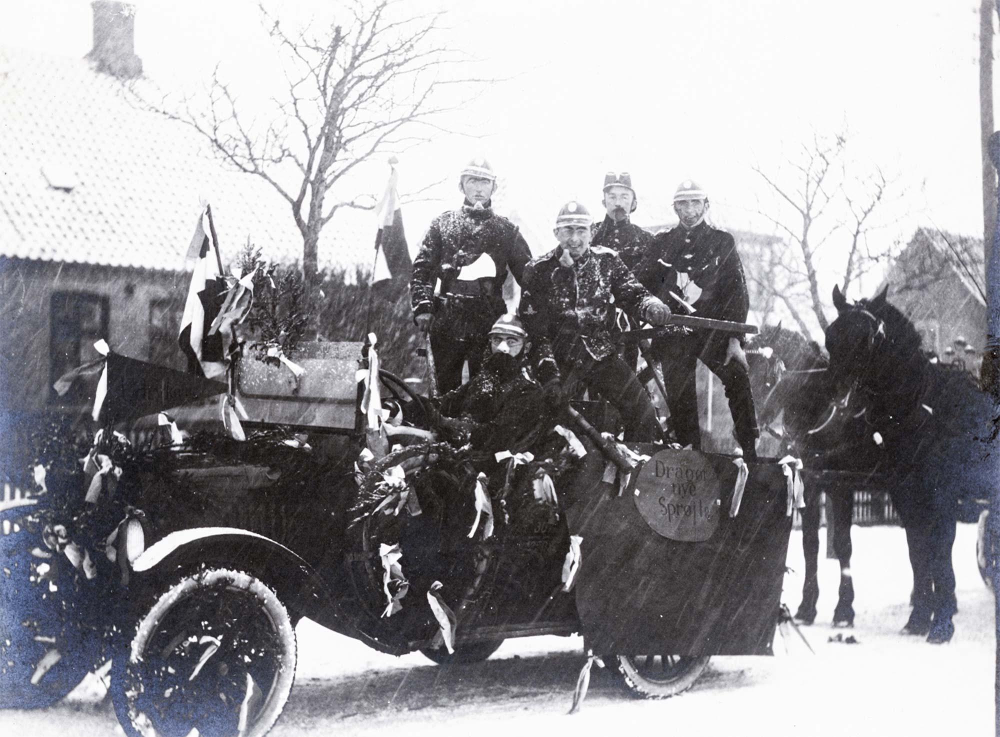 Dragør Boldklubs fastelavnsoptog, ca. 1930. Fotos: Historisk Arkiv Dragør.