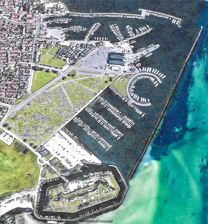 TænkeTankens forslag til fremtidig udformning af Dragør Havn, hvor græsarealet mellem Dragør by og Den Ny Lystbådehavn omdannes til en blomstermark.