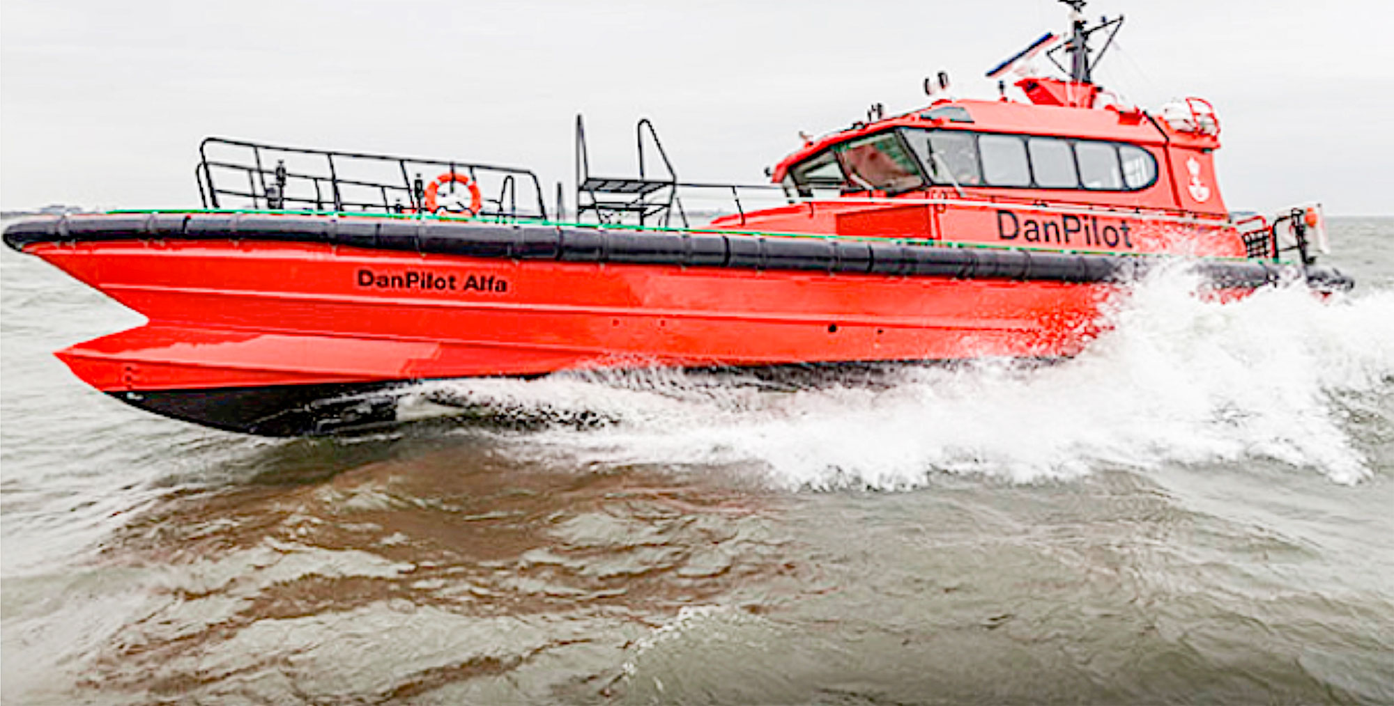 DanPilot, der er ejet af staten, har hovedsæde i Svendborg og råder over 100 bådførere og 185 lodser, som årligt udfører mere end 22.000 lodsninger fra 21 havne fordelt over hele landet.