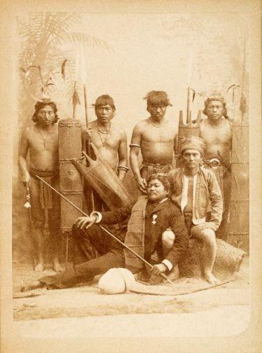 Grupo-de-Igorrotes-de-Benguet-Tinguianes--Autor-Fernando-Deb-s-Pujant--Madrid-1887--Foto-MNA