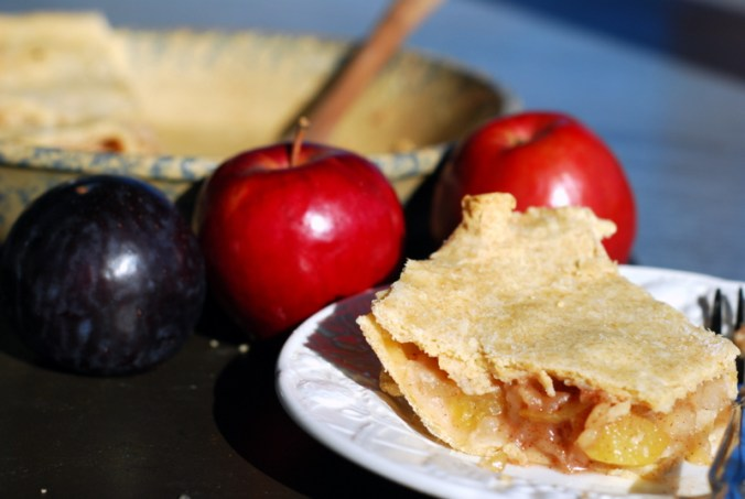 apple pie with plums 4