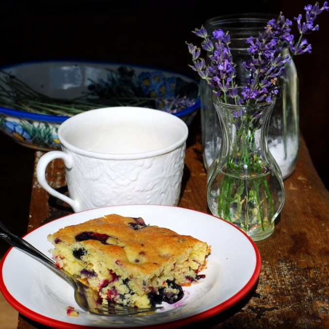 berry breakfast cake with vase