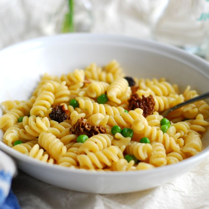 spring pasta with morels and peas 920