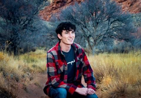 30_best high school senior photos, las vegas red rock canyon mountains, guy senior photography