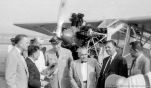Key Bros Ole Miss airplane and dignitaries 1955 01