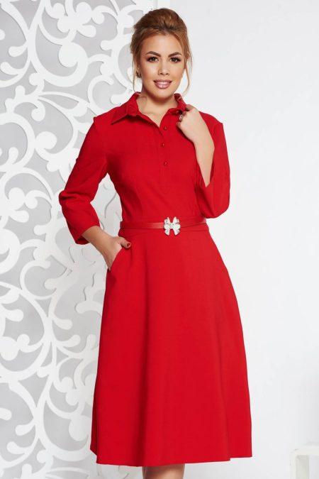 rochie-rosie-eleganta-de-zi-in-clos-din-material-usor-elastic-cu-accesoriu-tip-curea
