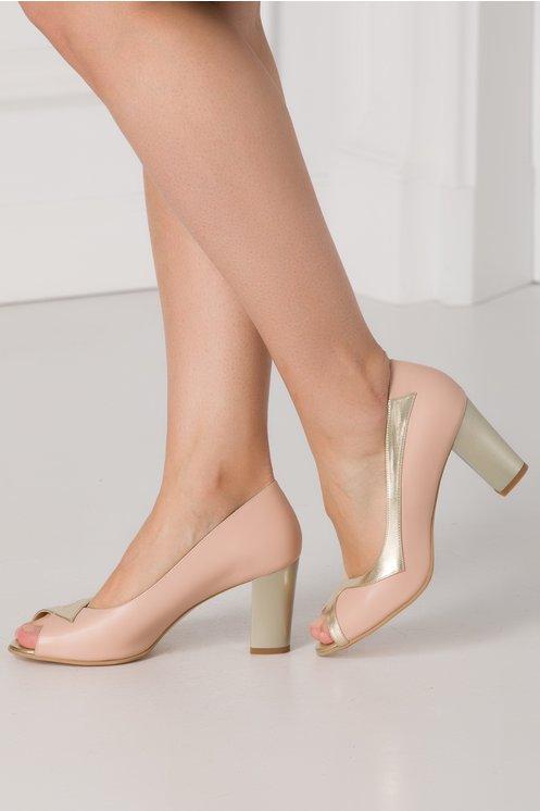 Pantofi Roz Prafuit Cu Detalii Aurii Si Varf Decupat Smart