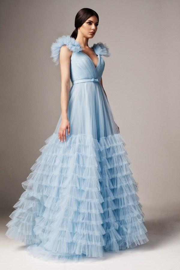 Rochie albastra-deschis de ocazie in clos din tul cu decolteu in v cu bust buretat accesorizata cu cordon Ana Radu