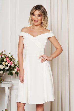 Rochie alba de ocazie eleganta in clos cu decolteu cu umeri goi din stofa elastica subtire StarShinerS