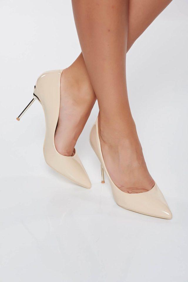 Pantofi crem eleganti din piele ecologica lacuita