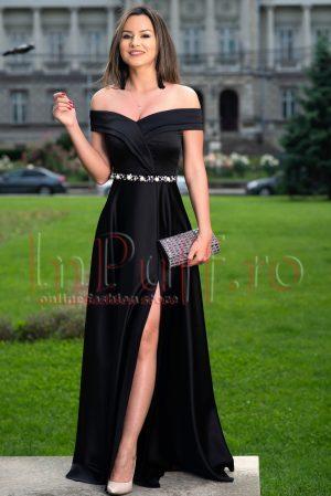Rochie de seara neagra lunga din tafta subtire accesorizata cu perle in talie
