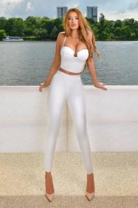 Compleu dama alb elegant pantaloni mulati si top cu decolteu in v
