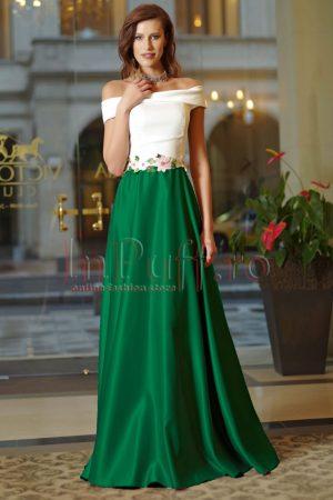 Rochie de ocazie lunga in clos verde din satin cu insertii brodate