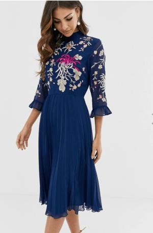 Rochie de zi eleganta cu broderie si fusta plisata Asos