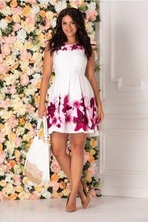 Rochie alba cu imprimeu floral in nuante de fucsia si roz